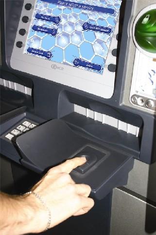 NCR facilite la sécurisation des guichets automatiques bancaires grâce à l'identification par empreintes digitales
