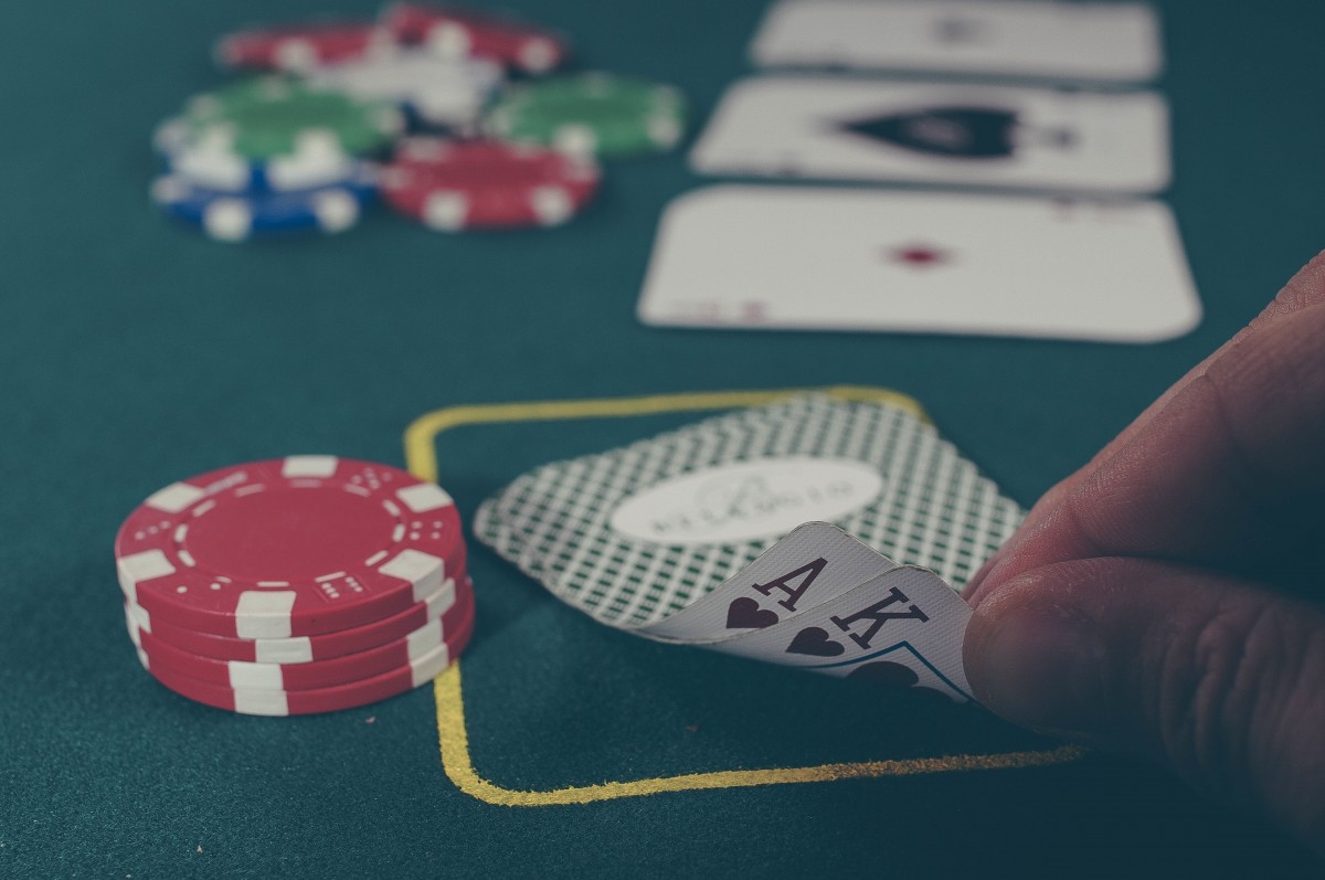 Le poker ressemble à la bourse